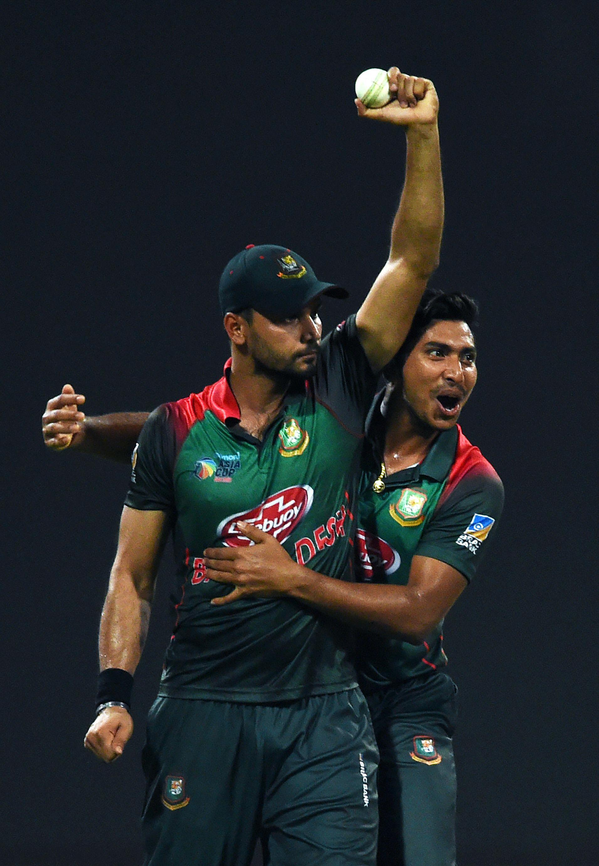 Bangladesh's captain Mashrafe Mortaza (L) celebrates   after he dismissed Pakistan's batsman Shoaib Malik