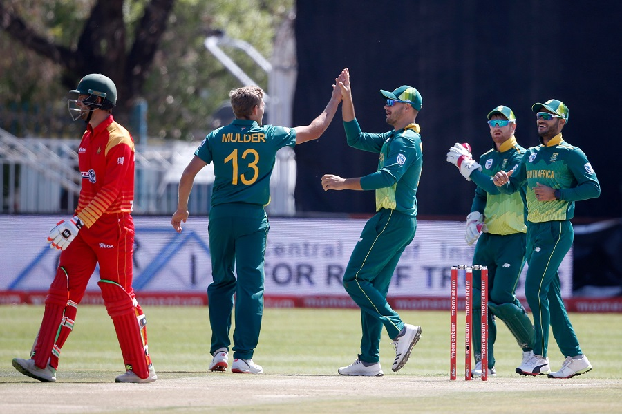 South Africa's Aiden Markram and teammate Willem Mulder celebrate after dismissing Zimbabwe's Craig Ervine during the first One Day International cricket match between South Africa and Zimbabwe at the Diamond Oval in Kimberley on September 30, 2018. PHOTO