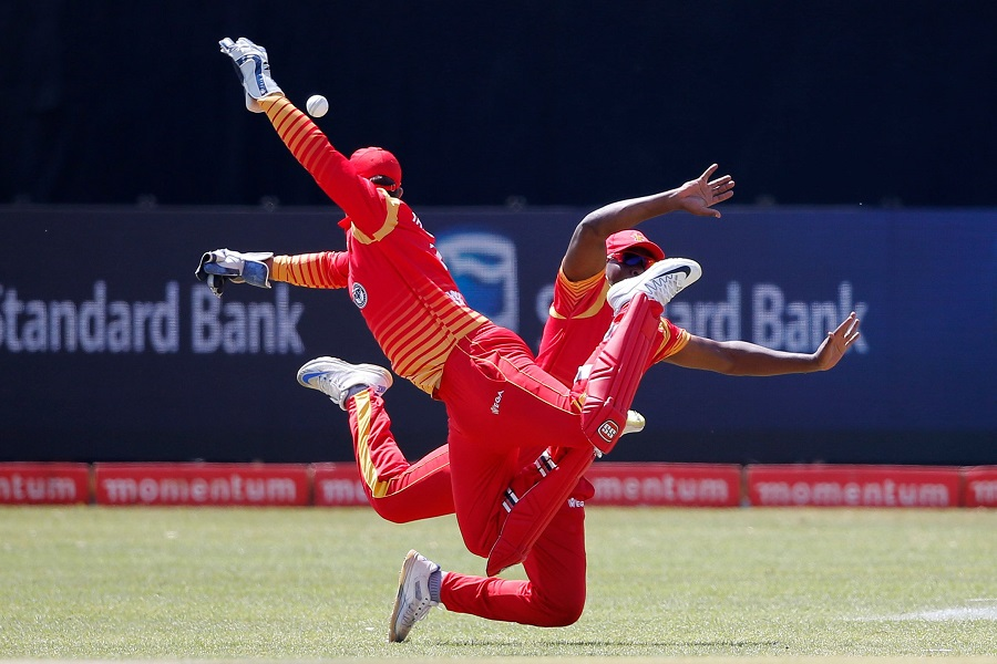 Zimbabwe's wicketkeeper Brendan Taylor (L) misses a catch. PHOTO: AFP