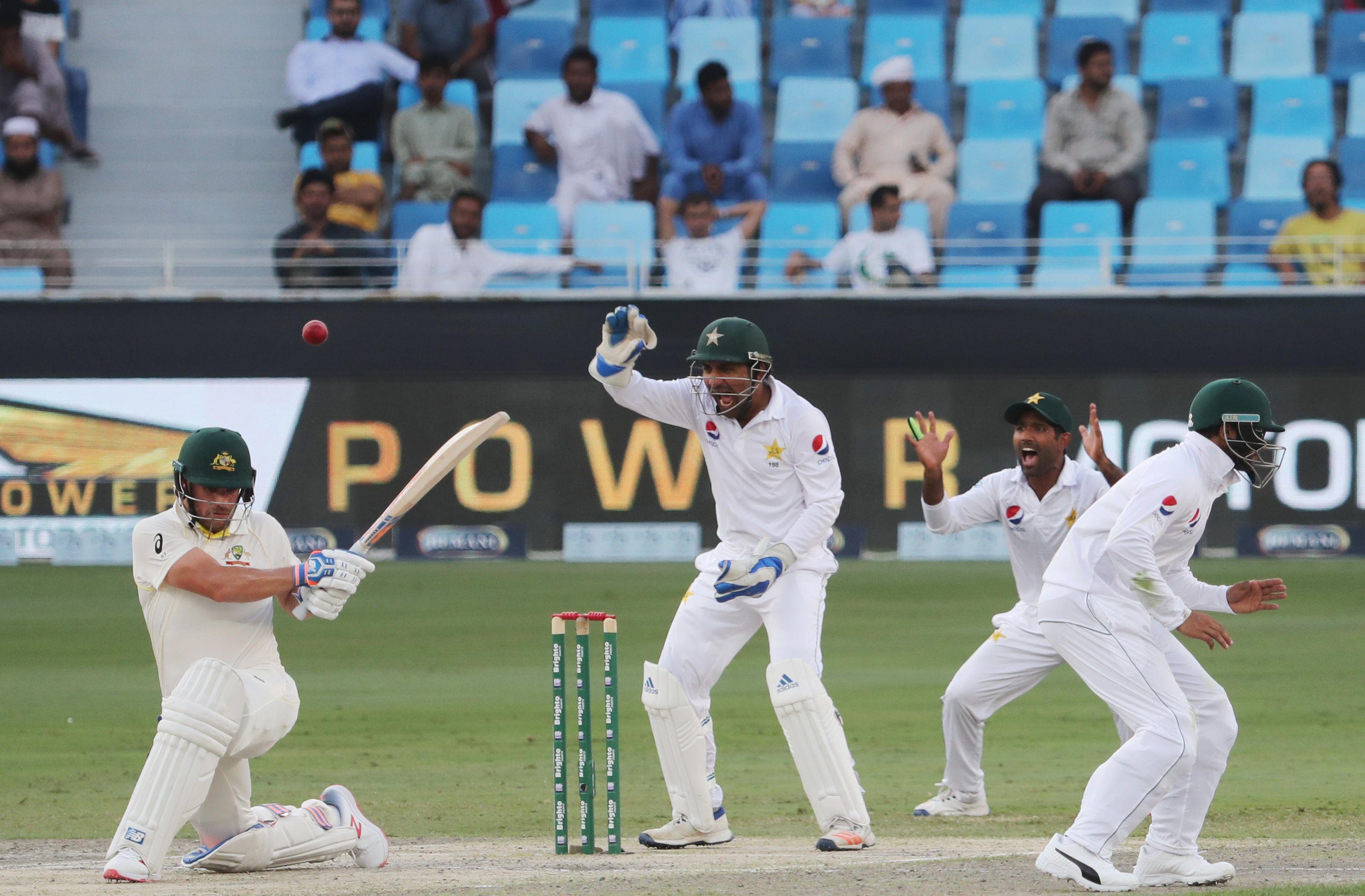 1.	Pakistani cricketers appeal for the wicket of Australian cricketer Aaron Finch (L) during day two of the first Test match in the series between Australia and Pakistan at Dubai on October 8, 2018 in Dubai. (Photo by KARIM SAHIB / AFP)