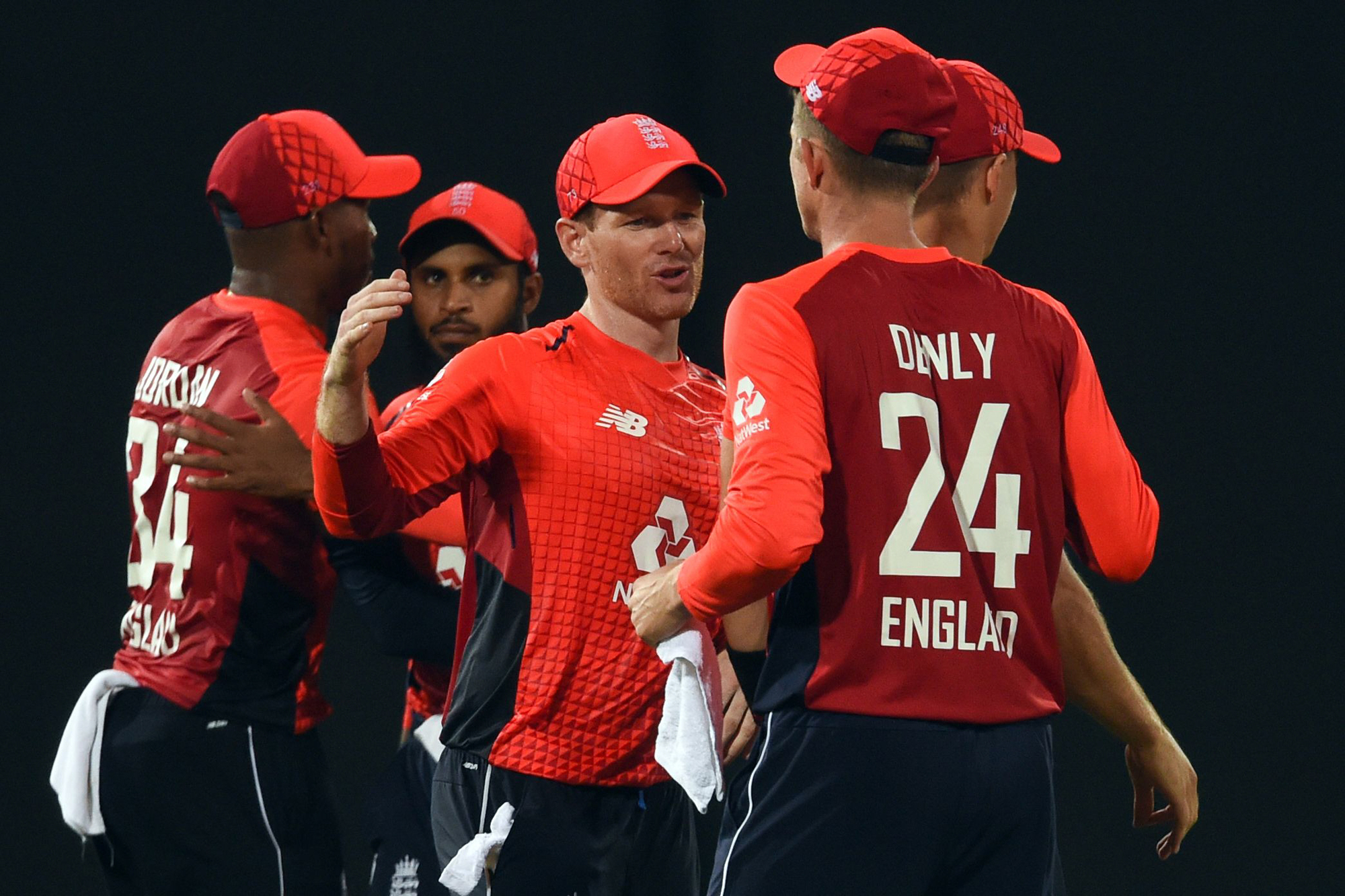 England's captain Eoin Morgan (C) and team celebrate their win in the Twenty20 International cricket match between Sri Lanka and England at the R. Premadasa Stadium in Colombo on October 27, 2018. (Photo by ISHARA S. KODIKARA / AFP)