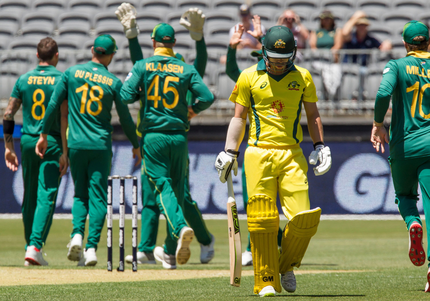 Australia's Travis Head (2nd R) walks off after being dismissed by South Africa's Dale Steyn (far R) during the first one-day international (ODI) cricket match between South Africa and Australia at the Optus Stadium in Perth on November 4, 2018. (Photo by