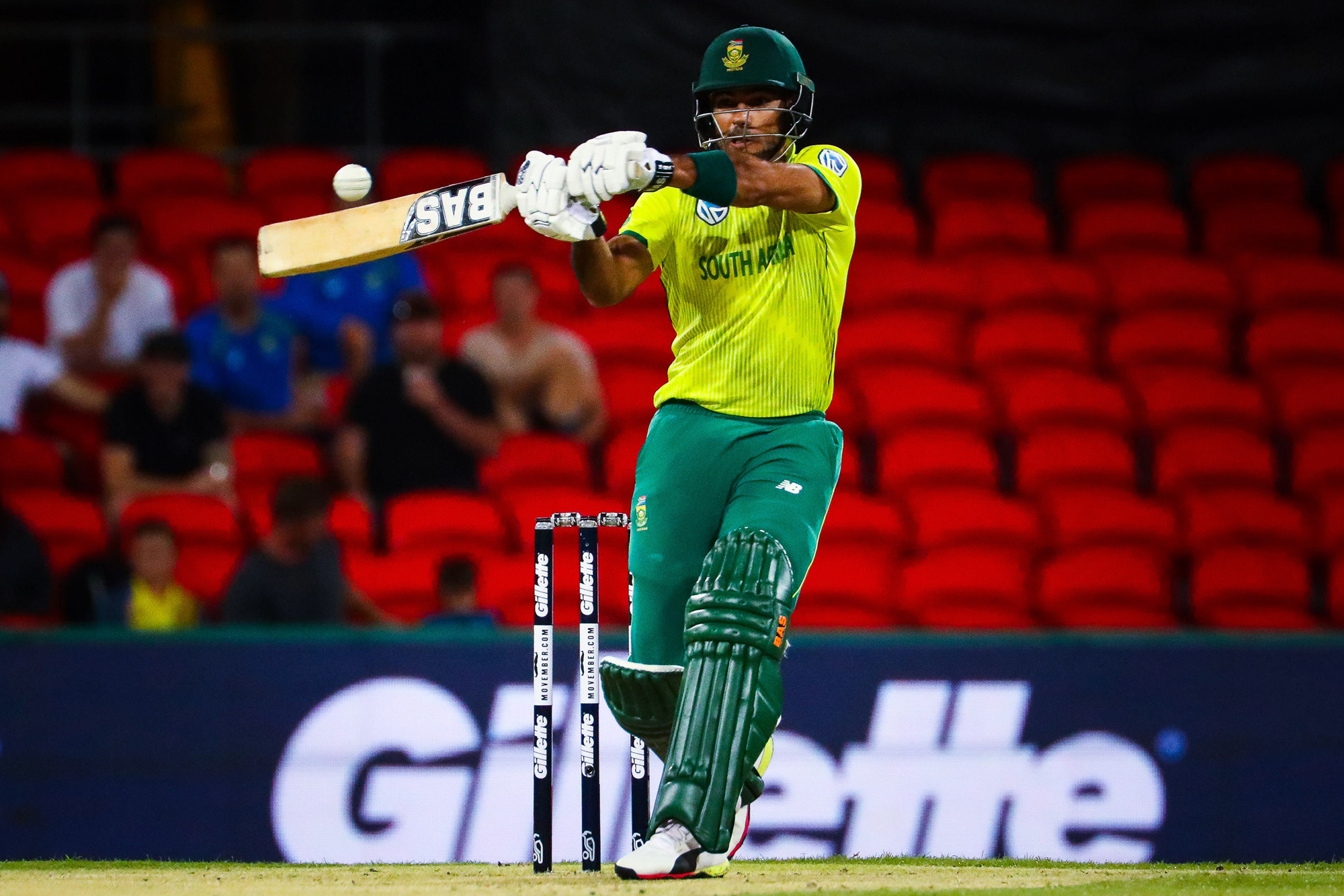 Reeza Hendricks of South Africa plays a shot during the T20 international cricket match between Australia and South Africa at Metricon Stadium on the Gold Coast on November 17, 2018. (Photo by Patrick HAMILTON / AFP) / -- IMAGE RESTRICTED TO EDITORIAL USE