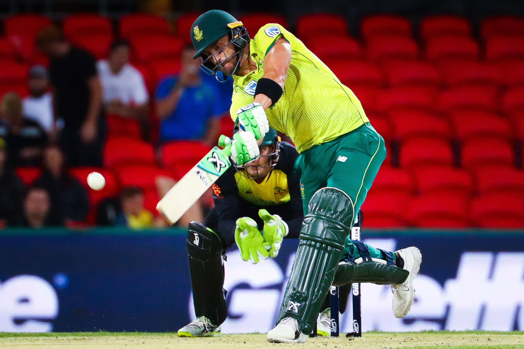 Faf du Plessis of South Africa plays a shot during the T20 international cricket match between Australia and South Africa at Metricon Stadium on the Gold Coast on November 17, 2018. (Photo by Patrick HAMILTON / AFP) / -- IMAGE RESTRICTED TO EDITORIAL USE