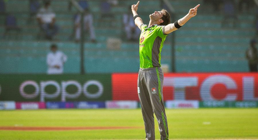 لاہور قلندرز کے شاہین شاہ آفریدی نے 14 رنز دے کر 3 وکٹیں حاصل کیں۔