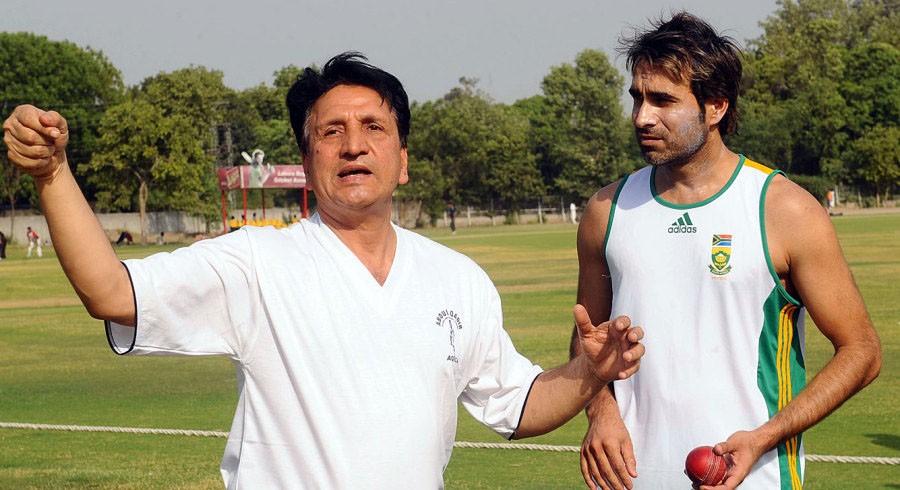 Former Pakistan cricketer Abdul Qadir passes away