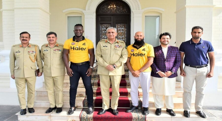 COAS Bajwa meets Hashim Amla, Daren Sammy