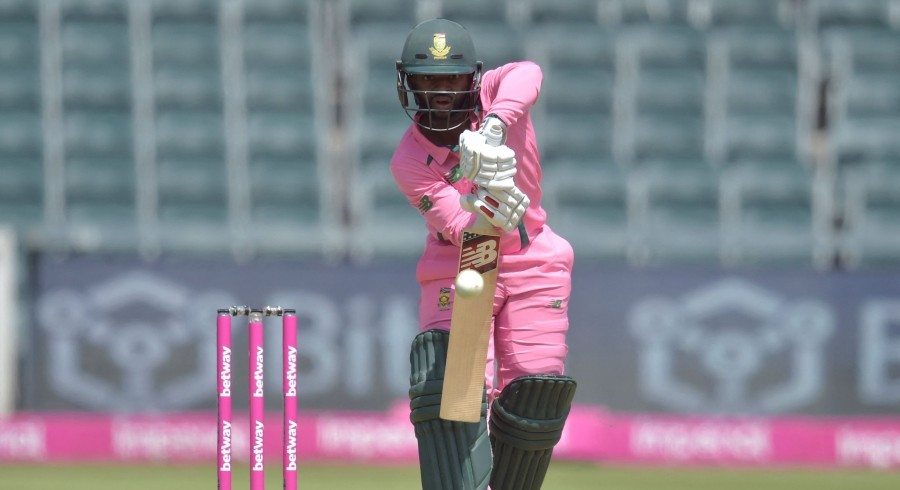 Ruthless South Africa charge to 341-run total against Pakistan