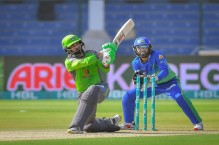 LIVE: Hafeez upping the ante for Lahore after early strikes