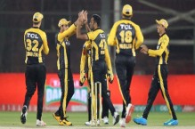 Peshawar Zalmi cruise to six-wicket win over hapless Islamabad United
