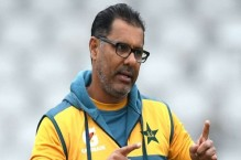 Waqar Younis set to leave for Australia due to wife's surgery