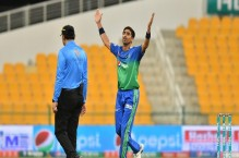LIVE: Dahani removes United openers in chase of 150 runs