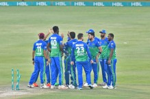 Sultans qualify for HBL PSL 6 final after win over United